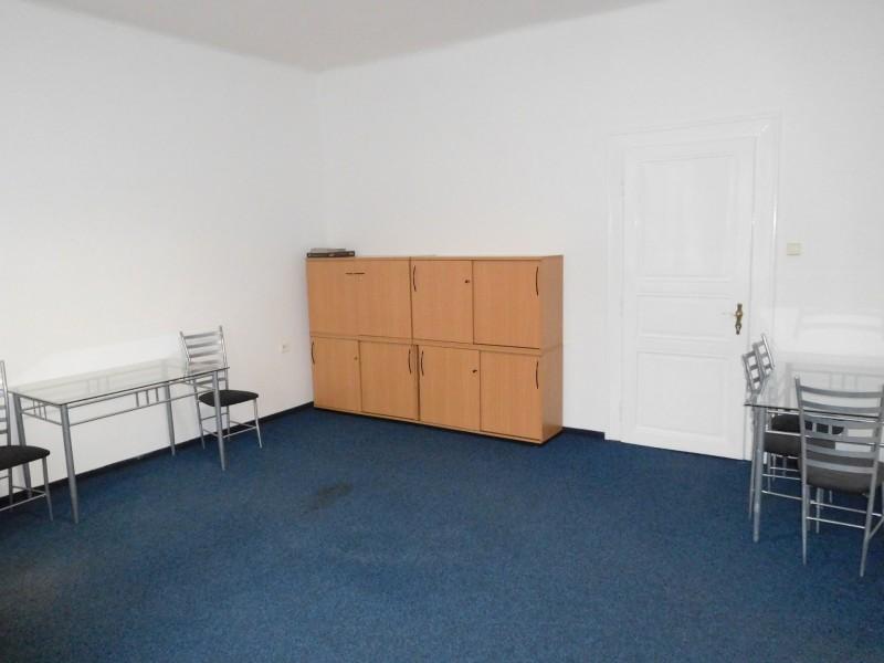 Pronájem dvou kanceláří 30 m2 a 16 m2, ulice T. G.