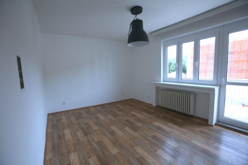 Pronájem bytu 2+1, 60m2 + 18m2 terasa, Praha 5 -